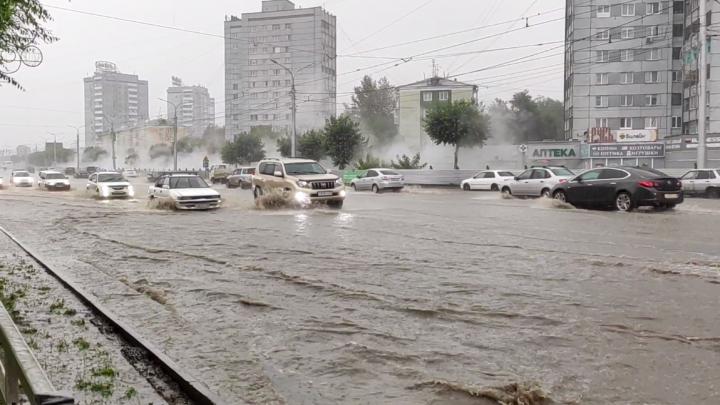 Трамваи в Красноярске прекратили движение из-за подтопленных путей