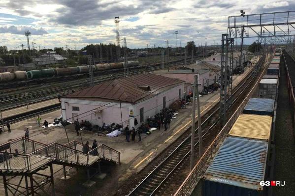 По данным правительства, на вокзале Кинеля находится 400 мигрантов