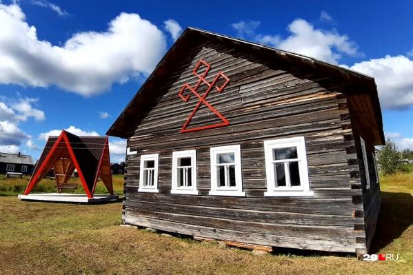 Арт-резиденция, посвященная сказительнице Марье Кривополеновой, открылась в Чаколе в 2018 году — прямо в одном из старинных домов