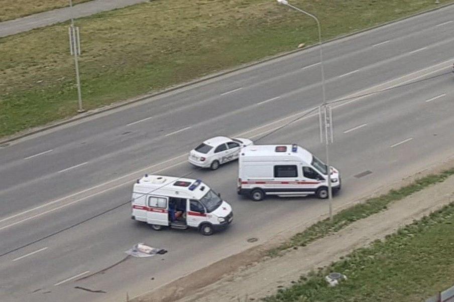 Авария произошла на шестиполосной дороге, на которую уже давно жалуются местные жители