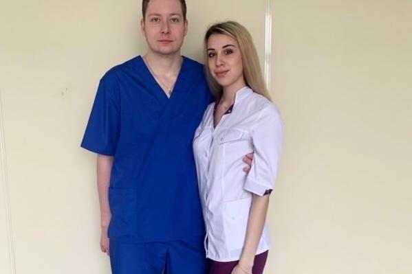 Ксения и ее молодой человек помогают медикам МСЧ № 1 бороться с коронавирусом