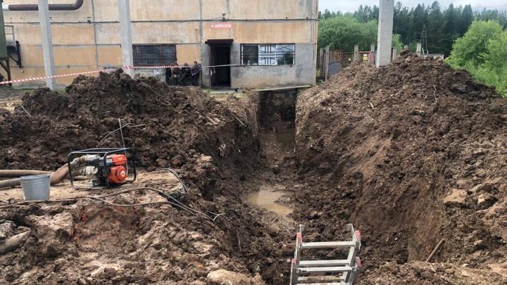 В Свердловской области погиб рабочий, который перекладывал водопровод