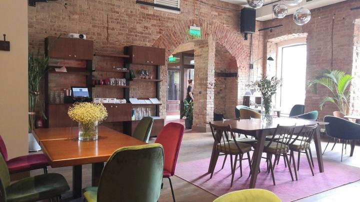 Свежие цветы, сладкая «Салями» и кусачие цены: тестируем бизнес-ланч в уфимском кафе-баре «Настроение»