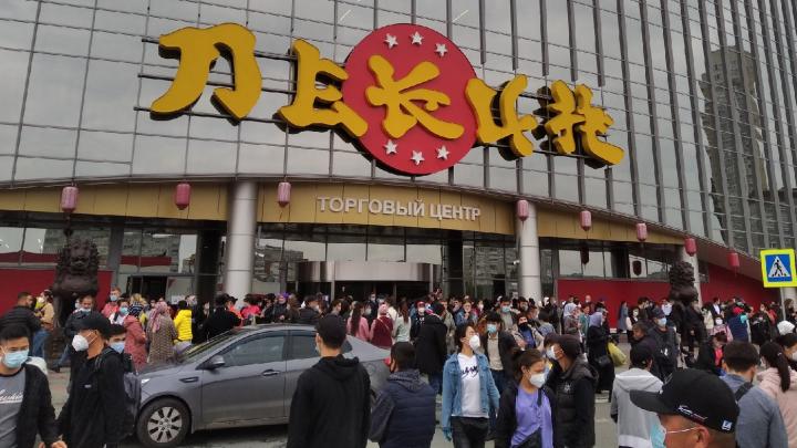 В Екатеринбурге из ТЦ «Пекин» эвакуировали несколько сотен человек
