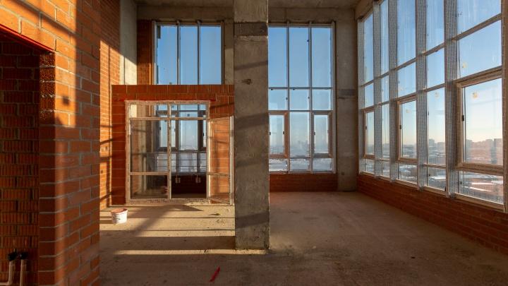 «Такие планировки — редкость для Екатеринбурга»: в центре выставили на продажу шикарные квартиры