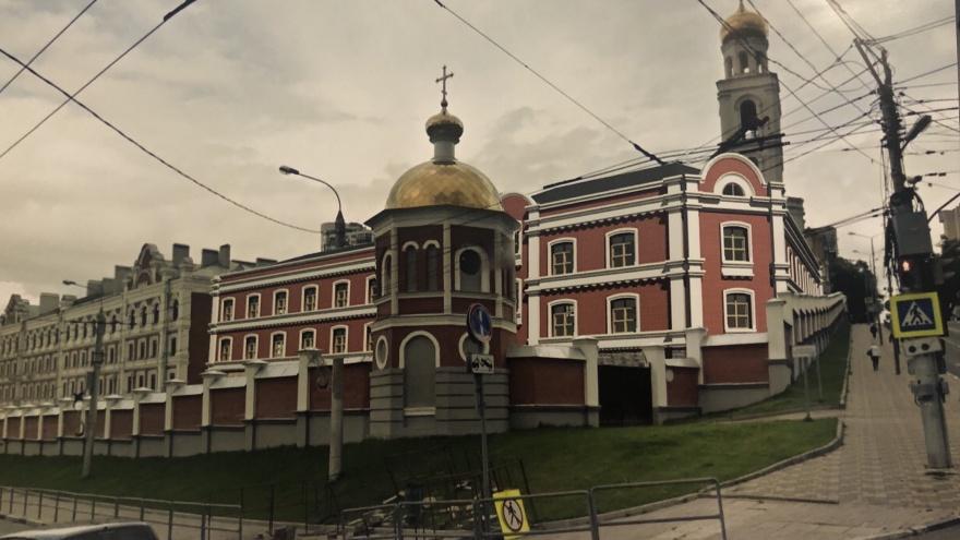От нового корпуса Иверского монастыря «отрезали» один этаж
