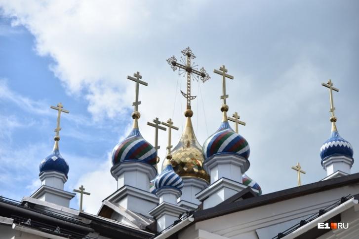 По мнению прихожан, ситуация с отцом Сергием— не про деньги. Несмотря на то что он построил пять монастырей