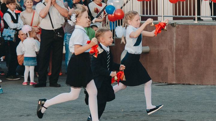 Власти рассказали, как в Тюмени пройдут школьные линейки 1 сентября