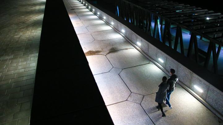 «Эй, гражданин, ты туда не ходи»: гуляем по безлюдной вечерней набережной Белой в Уфе