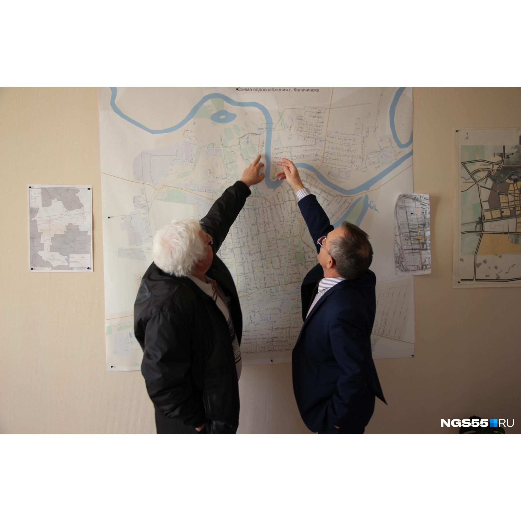 Краевед Александр Назаров (слева) знает всё о Калачинске