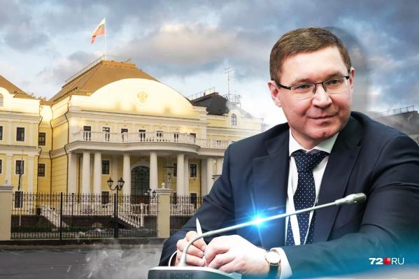 Владимир Якушев вступил в новую должность и перебрался в Екатеринбург 9 ноября. До этого он былминистром строительства и ЖКХ (2018–2020), куда ушел с поста губернатора Тюменской области (2005–2018)