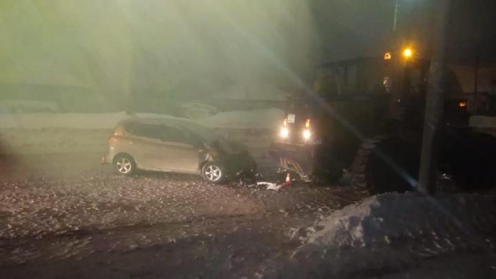 Сибирячка получила травмы в ночном ДТП с погрузчиком в Ленинском районе