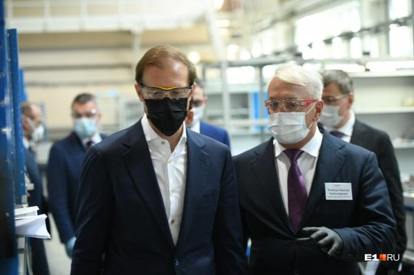 Денис Мантуров прогулялся по заводу