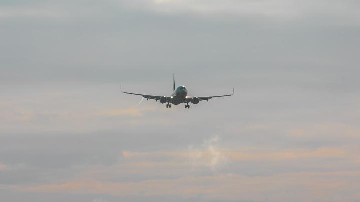 Самолет из Игарки совершил аварийную посадку в Сургуте из-за проблем с системой подачи кислорода