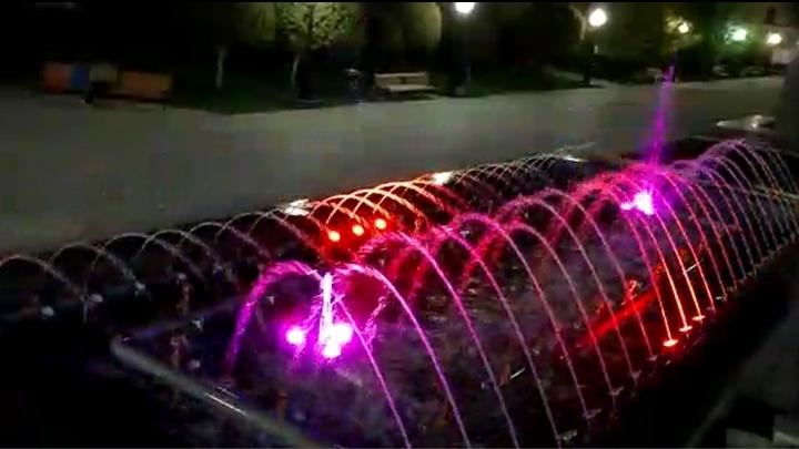 В Екатеринбурге снова заработал фонтан у главпочтамта: посмотрите, как он преобразился