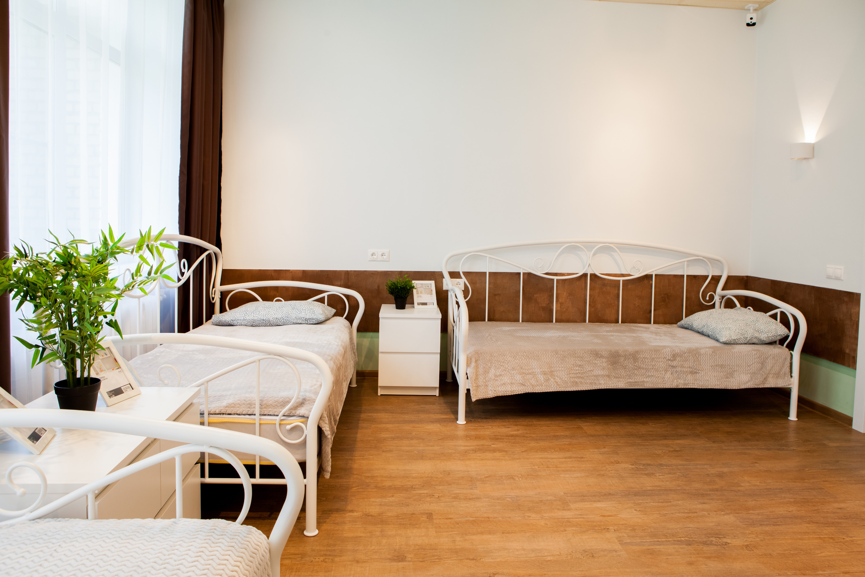 Никаких скрипучих кроватей с продавленными от времени пружинами. Все чисто, эргономично и даже стильно