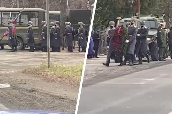 Похороны Юрия Евтушенко проходят в Новосибирске, хотя военный долгое время служил вЗападном военном округе