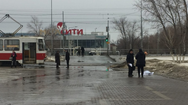 Напротив Самарского университета умерла 35-летняя женщина