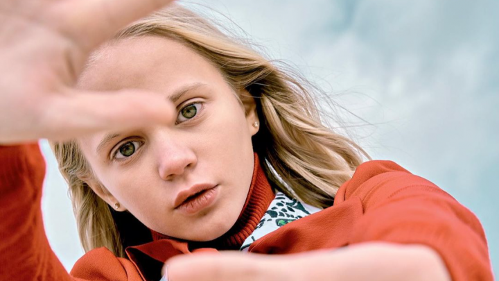 Школьница-модель из Красноярска попала на обложку детского глянцевого журнала