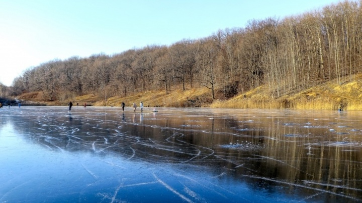 «Не хватило двух-трех минут». В озере на Щелоковском хуторе утонул мужчина