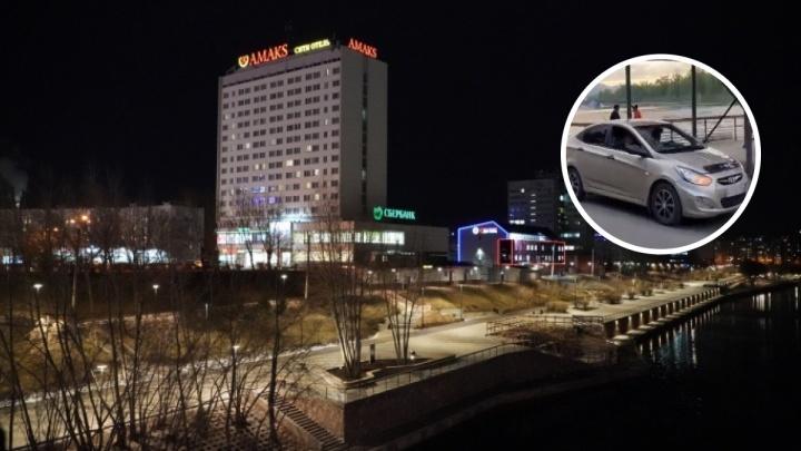 «Вы видели, тут дети гуляют?»: водитель Hyundai маневрировал на набережной среди велосипедистов и пешеходов