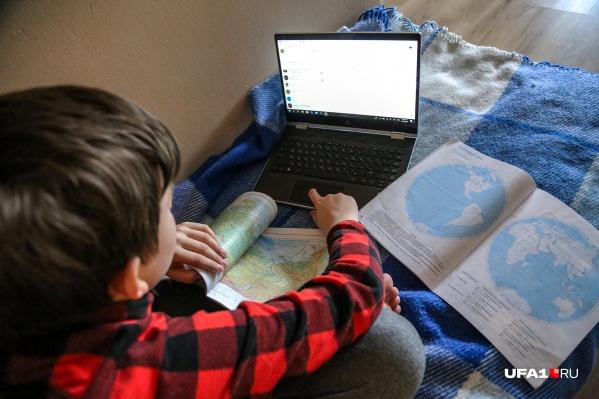 Решение о выходе школьников на очную учебу будут принимать на заседании оперативного штаба