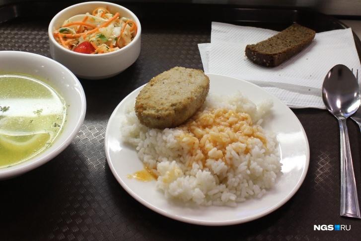 Власти Кузбасса рассказали, сколько школьников будут обедать бесплатно в новом учебном году