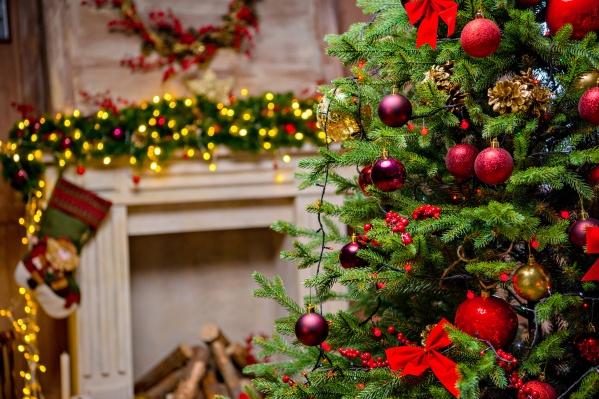 Рассказываем, в каких оттенках можно оформить дом к Новому году