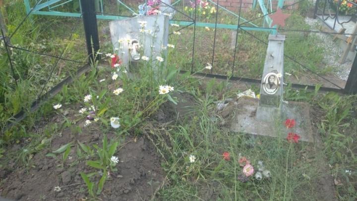 В Кузбассе полицейские задержали вандала, который разорил могилу ветерана