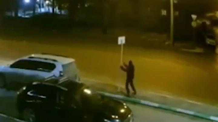 Житель Уфы почувствовал себя Халком и попытался разрушить город, момент попал на видео