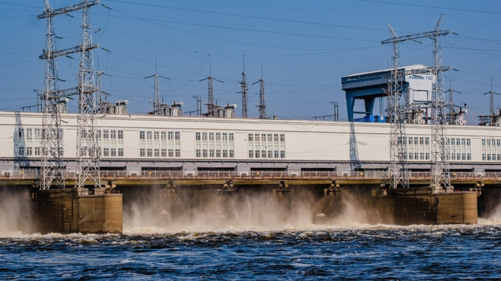 В Перми с моста через КамГЭС упала девушка-подросток