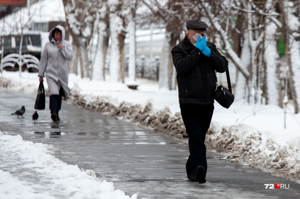 Людям старше 65 лет нельзя выходить на улицу без острой необходимости