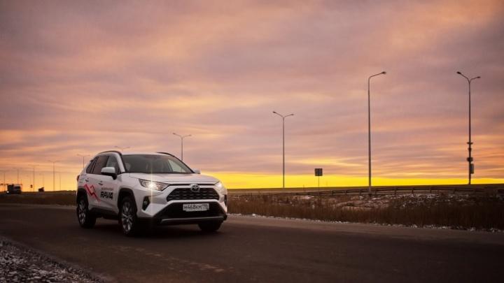 Минус 400 000 от цены или кредит от 7,9%: в марте покупатели Toyota смогут сами выбрать выгоду