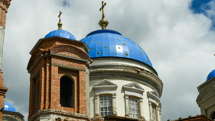 В Екатеринбурге построят храм с бассейном в форме креста: фоторепортаж с реконструкции собора на ВИЗе