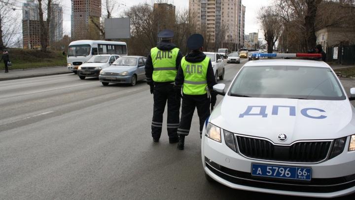 В свердловской ГИБДД призвали водителей оставаться на зимних покрышках