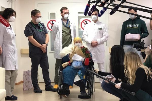 Первый в России 100-летний пациент полностью выздоровел от COVID-19