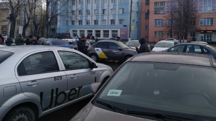 Таксисты бросили вызов «Яндексу» и «Ситимобилу»: в Челябинск заходит новая сеть
