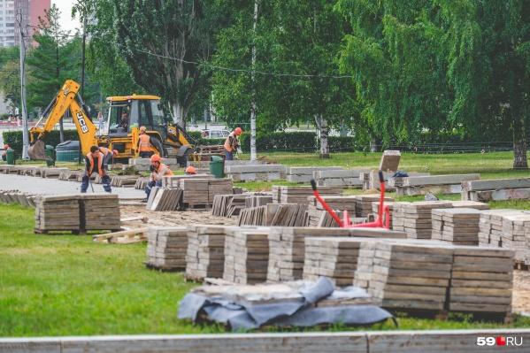 Сейчас в центральном квартале работают строители