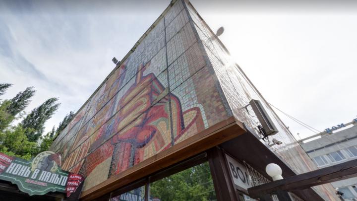 Легендарное панно на фасаде Дома профсоюзов будет охранять государство