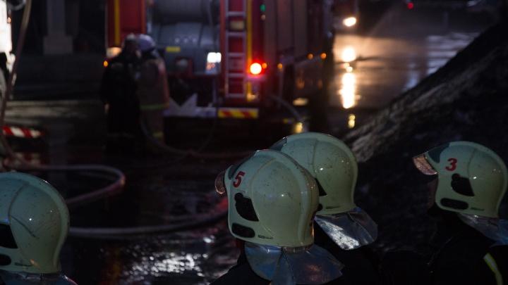 Полыхало до утра: в Самарской области семья погибла во время пожара в доме