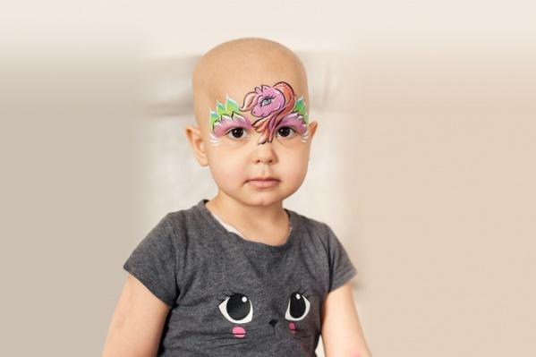 Софье всего три года, и большую часть своей жизни она борется со злокачественной опухолью