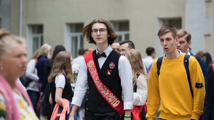 С песнями и колокольчиками, но онлайн: как пройдут последние звонки в ростовских школах