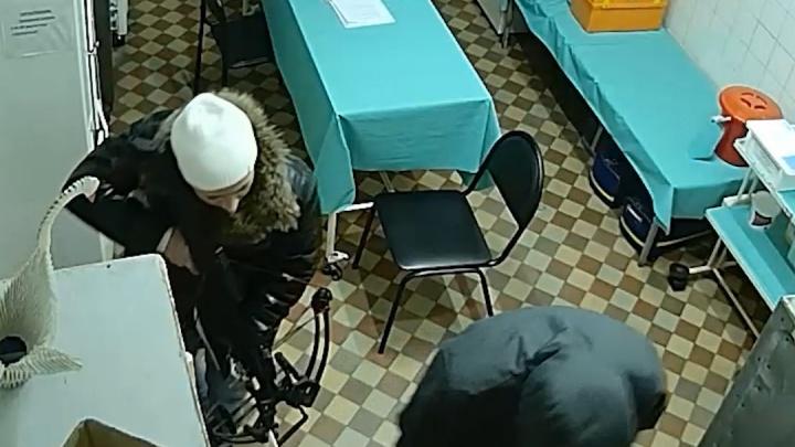 Обнародовано видео нападения с арбалетом на станцию скорую помощи в Челябинской области