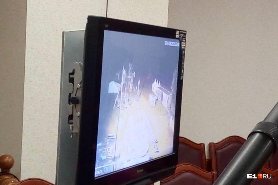 На большом телевизоре в зале суда были отсмотрены все видеоулики