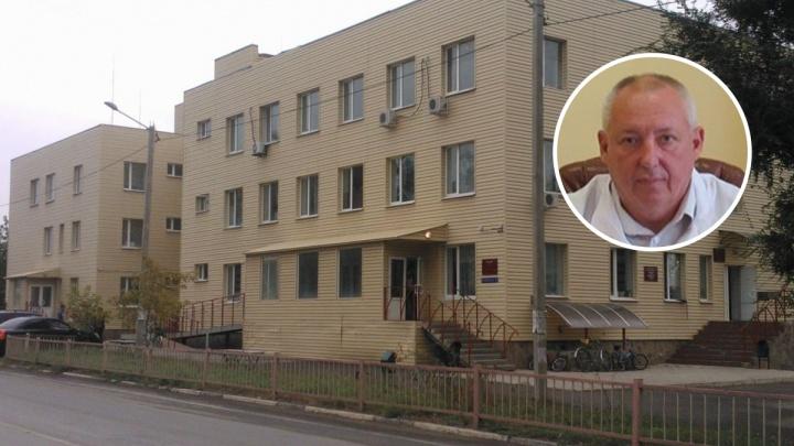 «Он не уволен, он не ходит на работу»: власти Дубовского района объяснили отстранение главврача ЦРБ