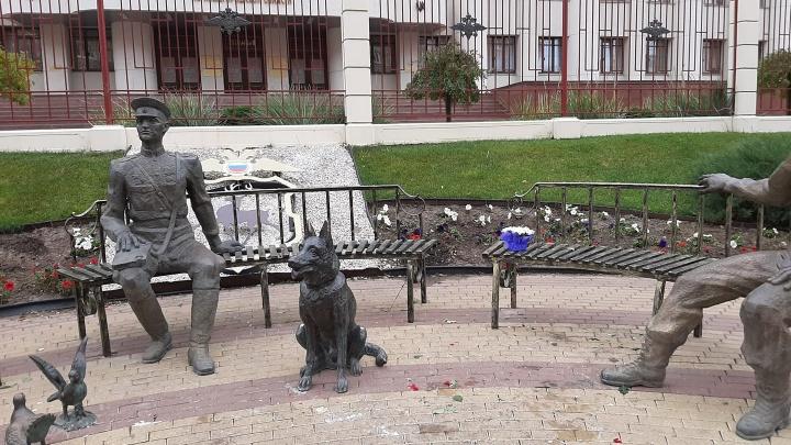 Нижегородцы отняли цветы у коммунальщиков и восстановили мемориал Ирине Славиной