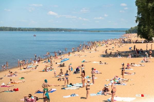 Самарцы, несмотря на официальный запрет, уже на пляжах