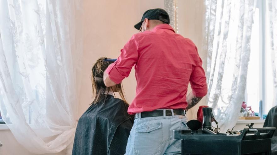 «Не переживайте, отрастет!»: писательница из Самары — о поисках «своего» парикмахера