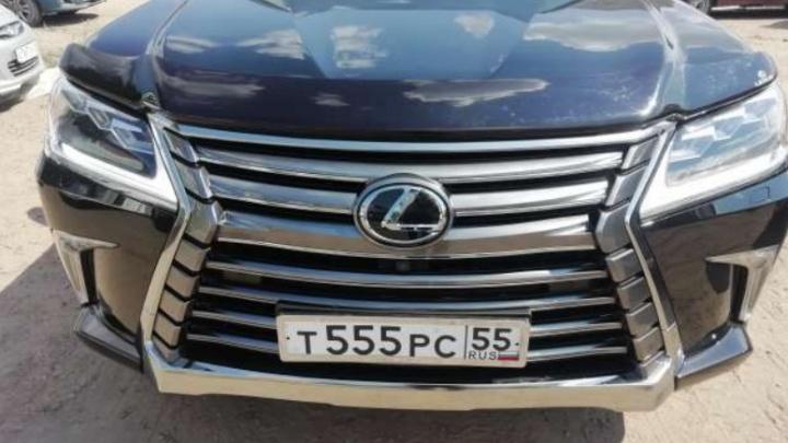 В Омске за долги продают Lexus бизнесмена Клевакина. В этой машине находили кокаин из Амстердама