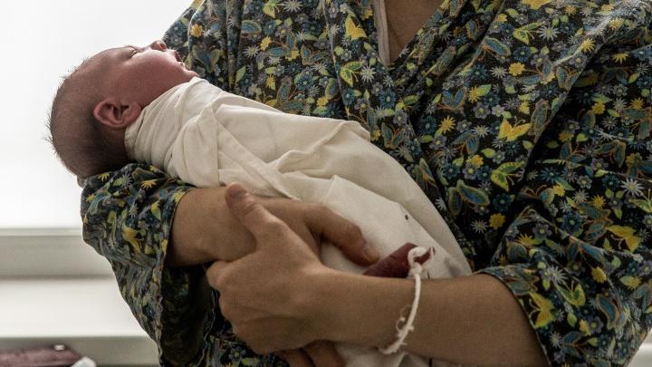 «Малышей сразу разлучают с мамами»: как в Новосибирске лечат беременных с коронавирусом